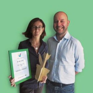 Carlotta Priola (Sustainability Manager Burgo Group) and Raffaele Marinucci (Genral Manager Verzuolo mill) holding the IKEA Tulip Award and Certificate.