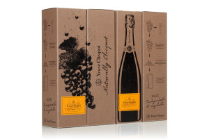 Naturally Clicquot 3, the new pack made from ecological paper obtained with grape skins. This new 100% biodegradable and recyclable packaging was created in collaboration with Favini and DS Smith exclusively for Veuve Clicquot.
