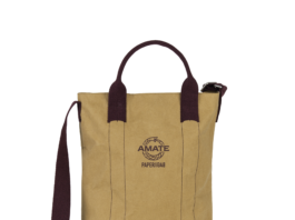 Poplar: a large bag with inserts in organic cotton and zipper. Large inside packet and easy handles to use it as a convenient hand bag. The new model is even more refined, with inside pocket and contrasting shoulder straps.