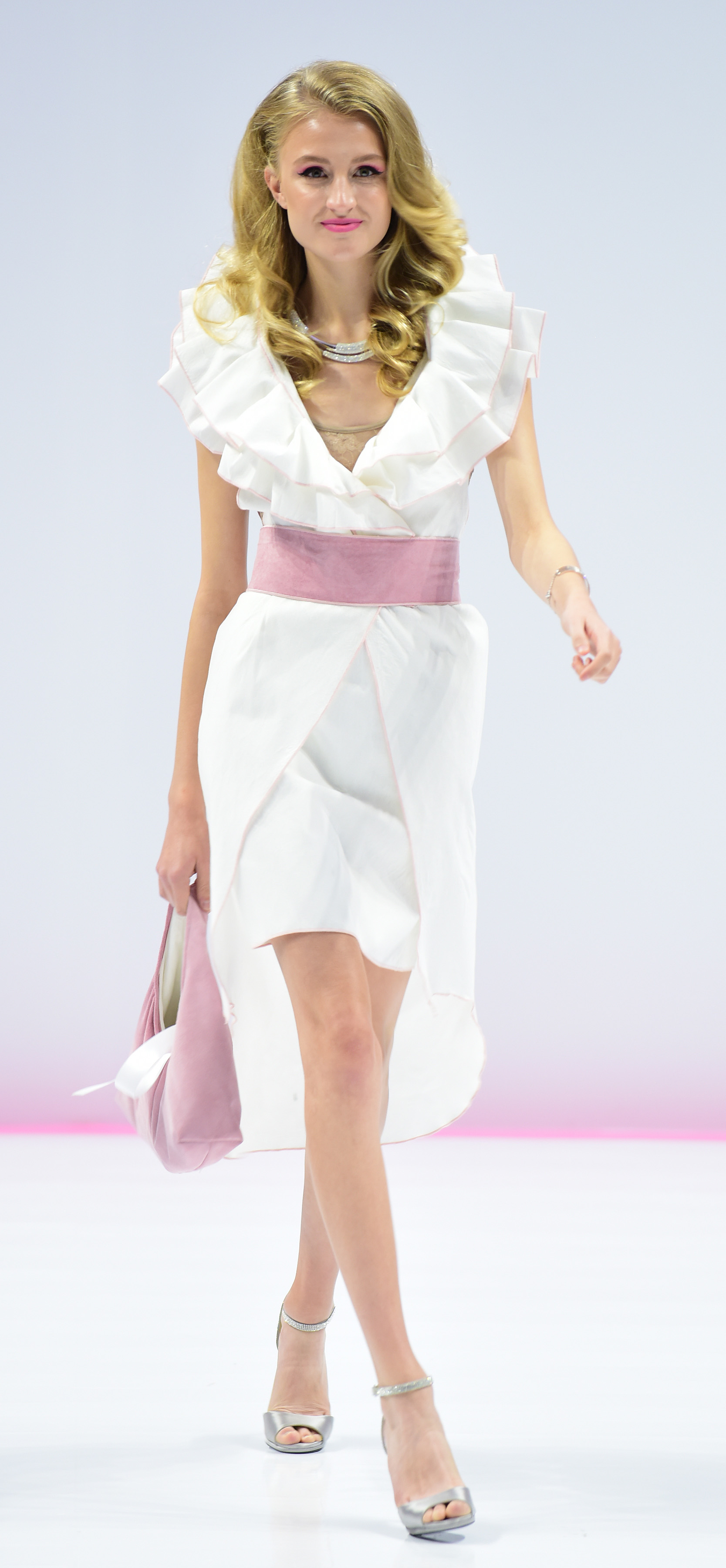 b8be35ecfbfed Lisa Drader-Murphy's cool sleeveless ensemble tucks a short pencil skirt  under a breakaway frock with a dramatically ruffled portrait collar.
