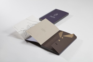 Special care has been given to the binding of the sample book which has been carried out without thread and with three layers of glue that keep the rigidity of the catalogue.