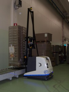 The LGV laser-guided shuttles are programmed to move independently around the plant, supplying the print lines with the raw materials and moving pallets ready for dispatch.