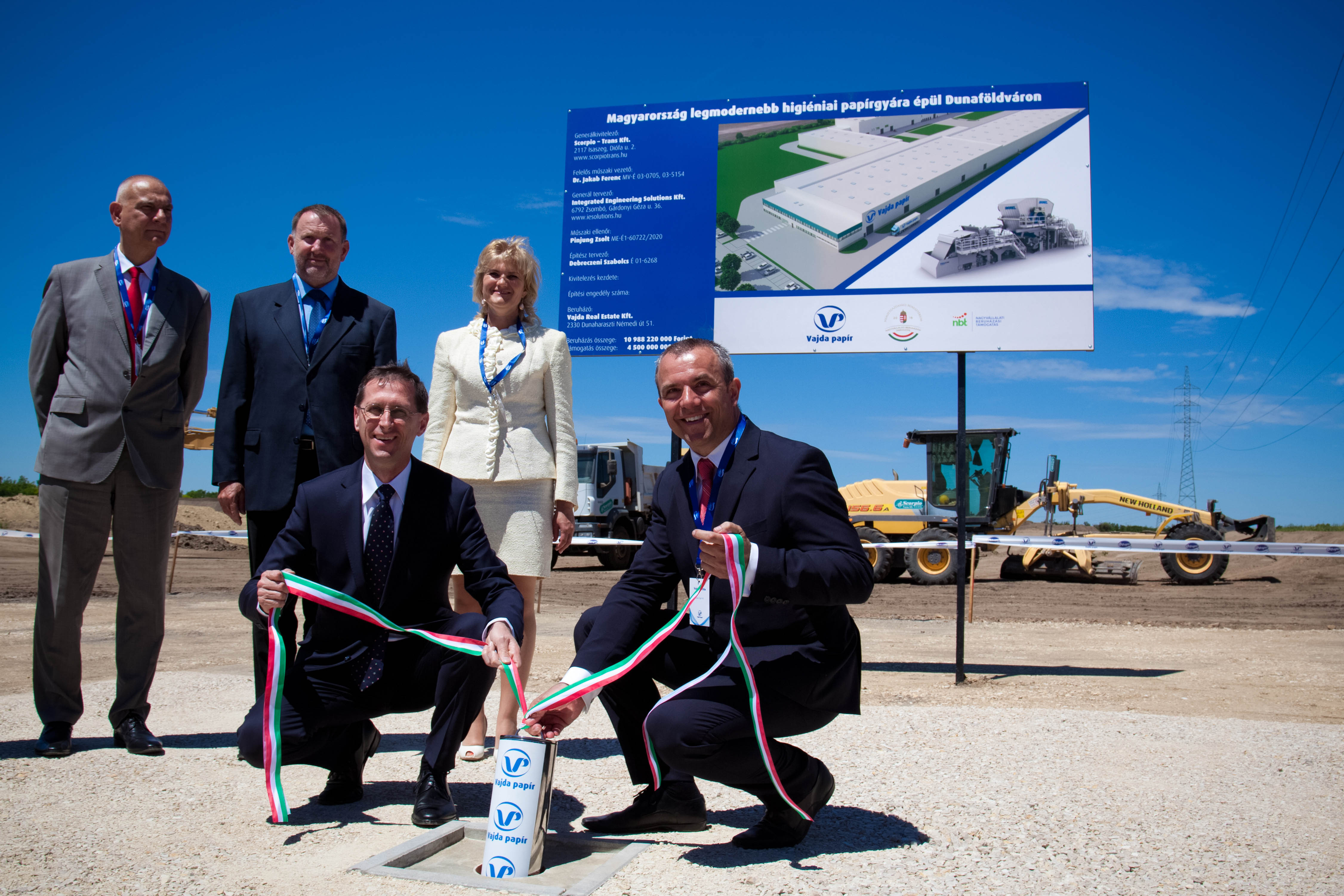 Official opening of the building site for the construction of the integrated plant of Vajda Papír with the participation of the Hungarian Minister for the Economy Mihály Varga (left) and the company managing director Attila Vajda (right).